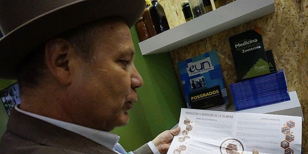 Jorge Tello investigador de la Universidad Nacional y apicultor. Foto cortesía Universidad Nacional.