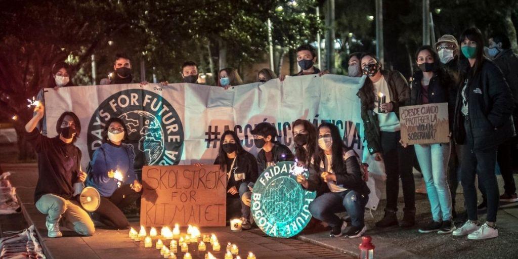 El movimiento juvenil Fridays for Future protesta por la ratificación del Acuerdo de Escazú. Cortesía @Stevanjimenez