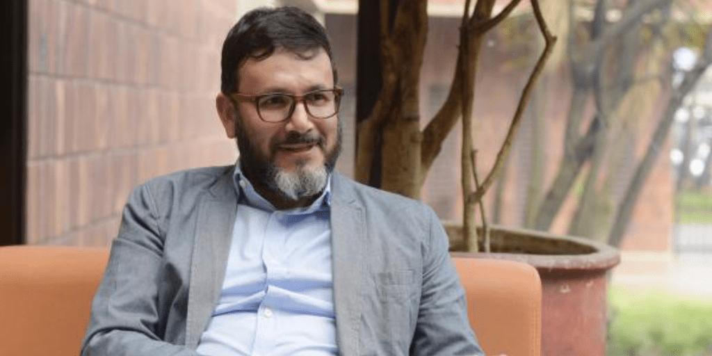 Luís Domingo Gómez jurista que ha venido trabajando por la protección de las abejas en Colombia
