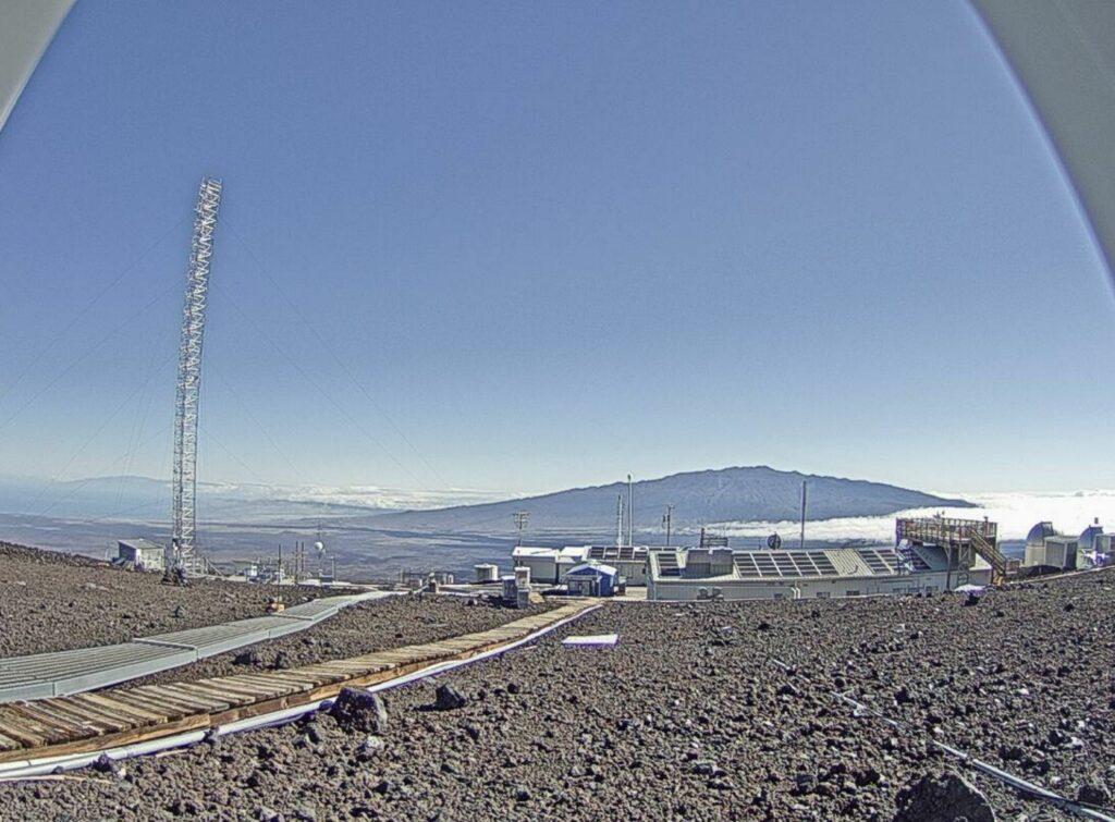 Imagen actual mirando el cielo del norte y Mauna Kea.